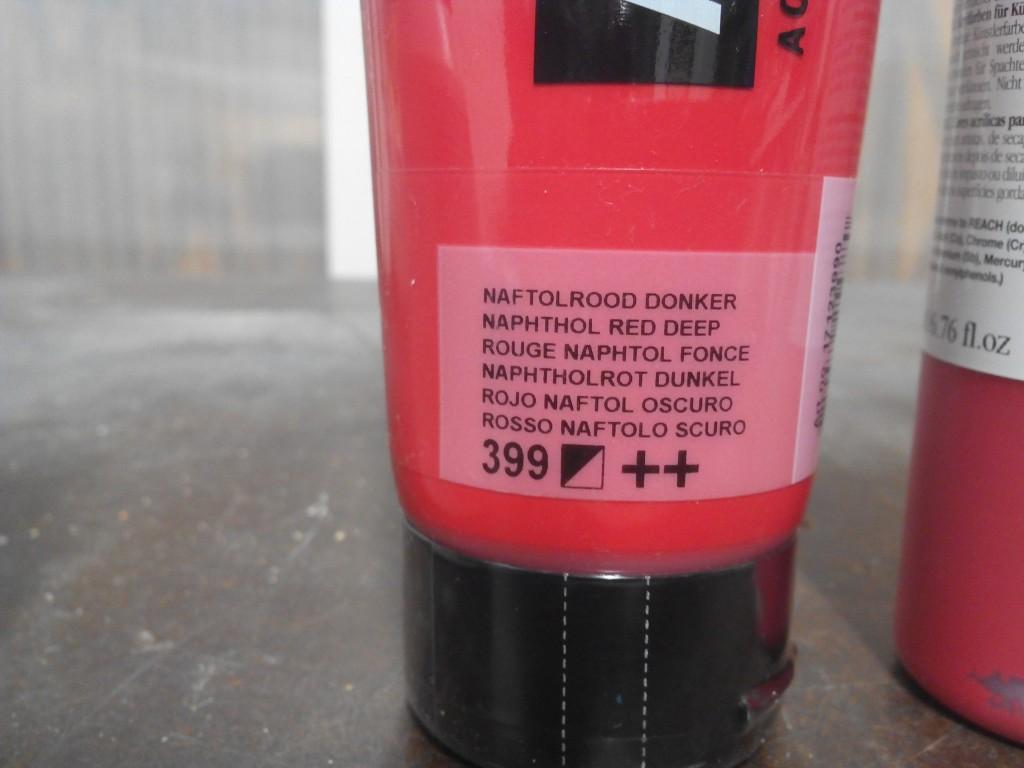 Rojo Naftol oscuro, un rojo potente y saturado, económico, proviene de la química orgánica.